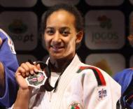 Ramirez mostra a medalha