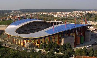 Com o castelo como vizinho, o estádio de Leiria esperava a festa