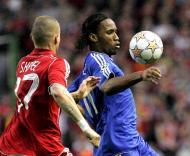 Drogba (Chelsea) e Skrtel (Liverpool)