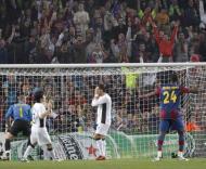 Ronaldo falha penalty em Nou Camp (EPA/TONI ALBIR)