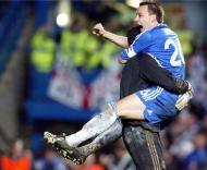 John Terry festeja com Petr Cech, Chelsea-Liverpool, meia-final da Liga dos Campeões, em Stamford Bridge