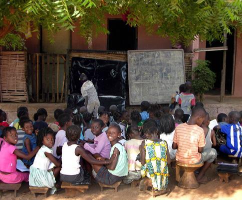 Ensino do Português ao ar livre na Guiné-Bissau