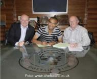 Bosingwa assina contrato com o Chelsea