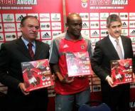 Luís Filipe Vieira e Pedro Mantorras promovem o Kit Angola