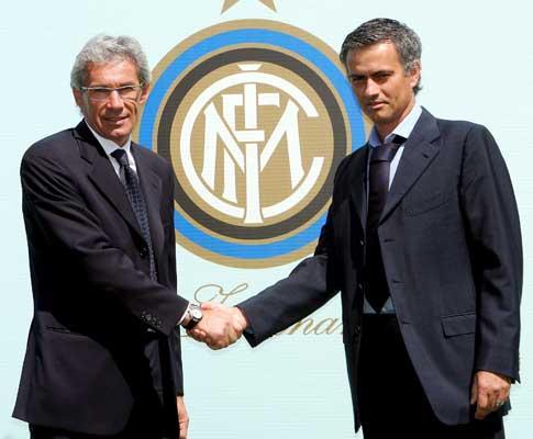 Mourinho apresentado no Inter (Foto EPA)