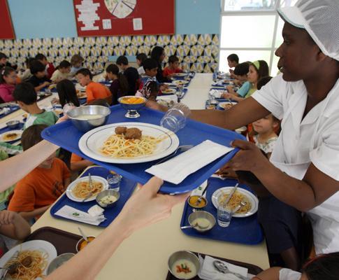 Almoço gourmet numa cantina escolar
