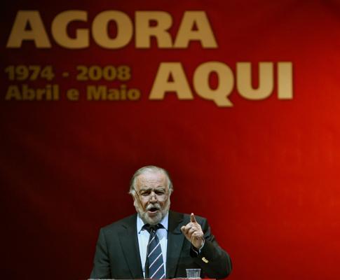 Manuel Alegre discursa durante o encontro de Esquerda