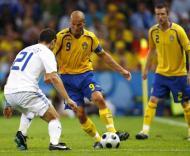 Katsouranis (esq.) e Ljungberg (dir.) durante o Grécia-Suécia, do Grupo D do Euro-2008