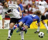Modric (dir.) e Frings (esq.) durante o Croácia-Alemanha, Grupo B do Euro-2008