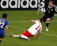 Boruc defende remate de Pranjic durante o Polónia-Croácia, terceira jornada do Grupo B do Euro-2008