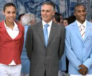 O presidente da República, Cavaco Silva, com os atletas olímpicos Naide Gomes e Nelson Évora, durante a recepção, em Belém, aos participantes portugueses nos Jogos de Pequim
