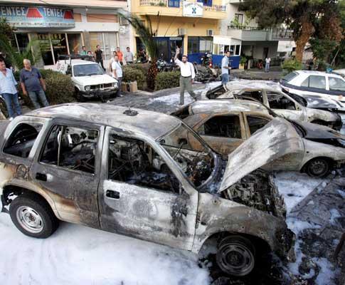 Jovens atacaram esquadra com bombas incendiárias