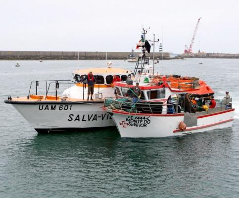 A embarcação foi resgatada de madrugada