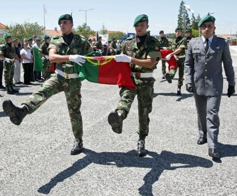 Homenagem a militares mortos em combate