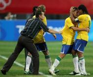 Rafael Sobis e Ronaldinho festejam golo do Brasil no torneio olímpico