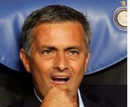 Mourinho no banco do Inter (EPA/Mateo Bazzi)
