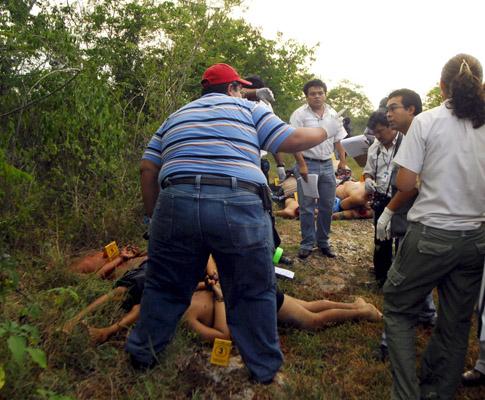 Pilha de corpos decapitados encontrada no México