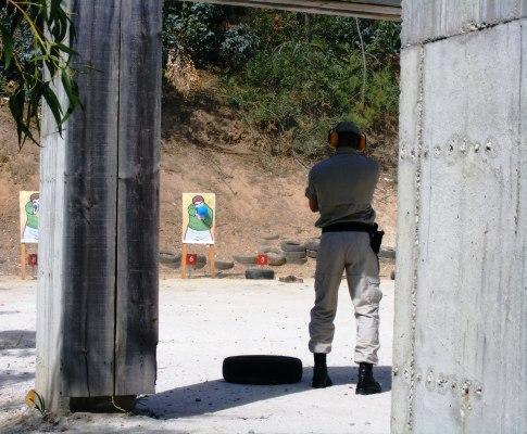 Entrega de pistolas Glock às forças de segurança