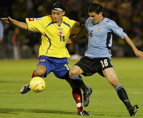 Maxi Pereira no Colômbia-Uruguai