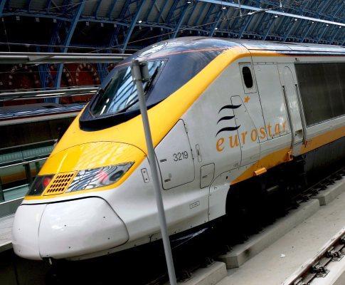 Um dos comboios que faz a travessia do túnel do Canal da Mancha