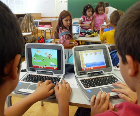 Computador Magalhães chega às escolas