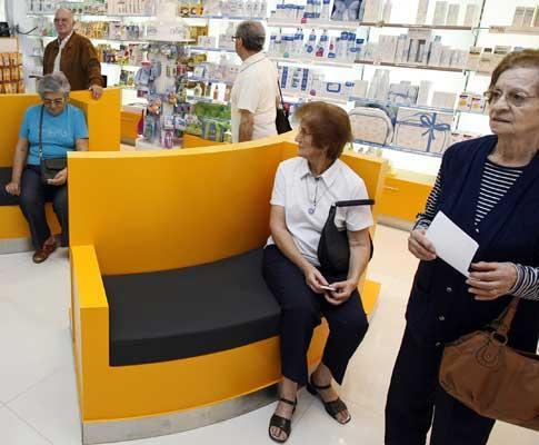 Grande afluência às farmácias no dia em que começou a ser vendida a vacina da Gripe
