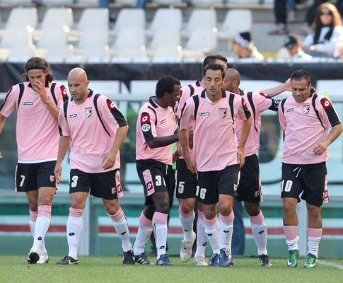 Miccoli na festa do Palermo depois de ter marcado à sua Juventus
