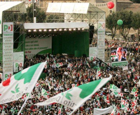 Italianos nas ruas contra Berlusconi
