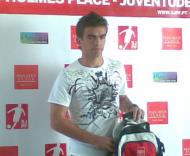 Miguel Vítor a receber o prémio de melhor jogador jovem