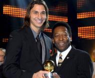 Ibrahimovic, melhor joagdor sueco, com Pelé