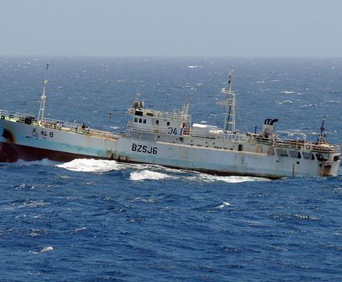 Petroleiro sequestrado por piratas na Somália