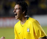 Elano festeja mais um golo na goleada a Portugal