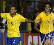 Luís Fabiano e Kaká na festa do golo