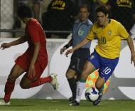 Kaká dá mais um nó em Bruno Alves