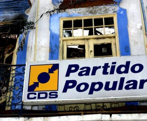 A sede do CDS/PP na baixa de Olhão ardeu por completo