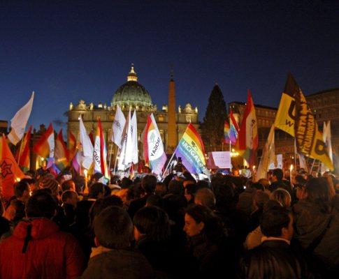 Manifestação de homossexuais em frente ao Vaticano