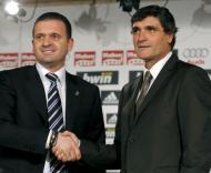 Pedja Mijatovic , director desportivo do Real Madrid, na apresentação do novo treinador Juande Ramos