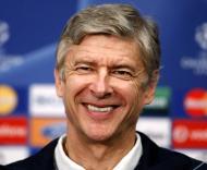 Arséne Wenger, treinador do Arsenal, bem-disposto antes do jogo com o F.C. Porto