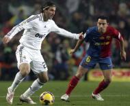 Xavi (Barcelona) e Higuain (Real Madrid) em Camp Nou