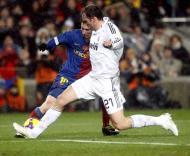 Messi (Barcelona) e Metzelder (Real Madrid) em Camp Nou