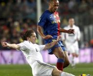 Thierry Henry (Barcelona) e Michel Salgado (Real Madrid) em Camp Nou