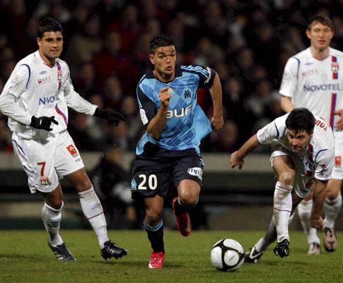 Ben Harfa (Marselha) a fugir dos jogadores do Lyon