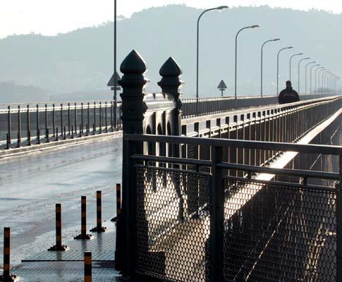 Gelo encerra ponte Eiffel, em Viana do Castelo