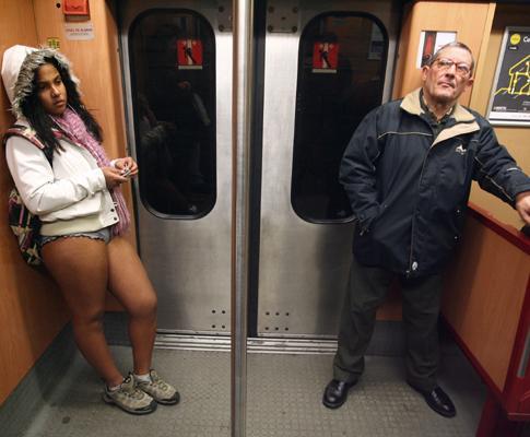 «No pants» ou no metro em cuecas