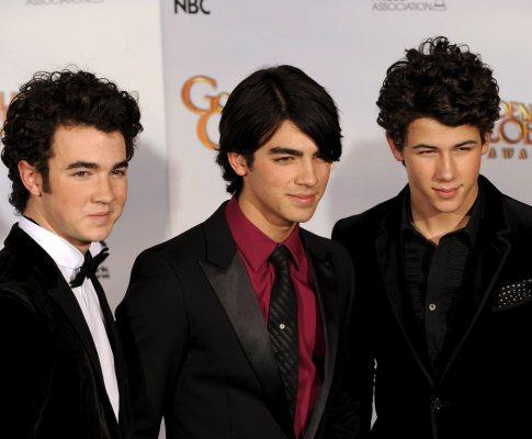 Jonas Brothers na 66ª edição dos Globos de Ouro (Foto EPA)