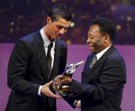 Ronaldo recebe o prémio de Melho do Mundo