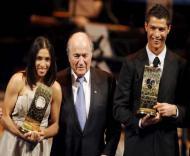 Ronaldo e Marta posam com Blatter