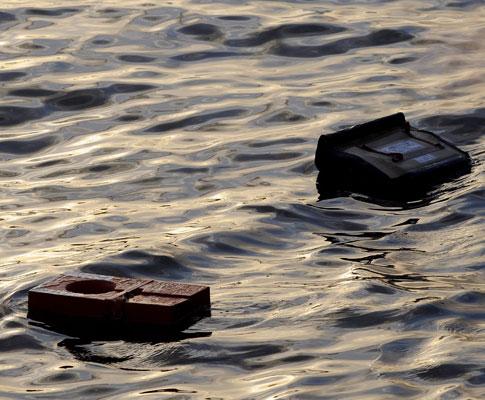 Avião «aterra» no rio Hudson, Nova Iorque