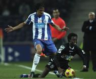 Bruno Alves e Sougou (foto LUSA)