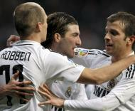 Higuain festeja triunfo do Real Madrid com Robben e Van der Vaart